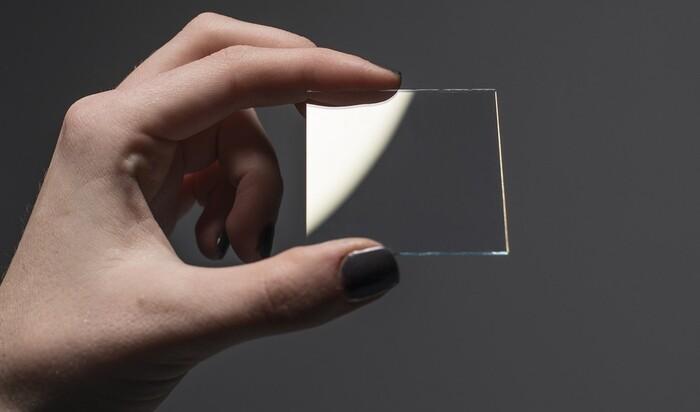 Умное стекло из Гарварда за мгновение становится непрозрачным