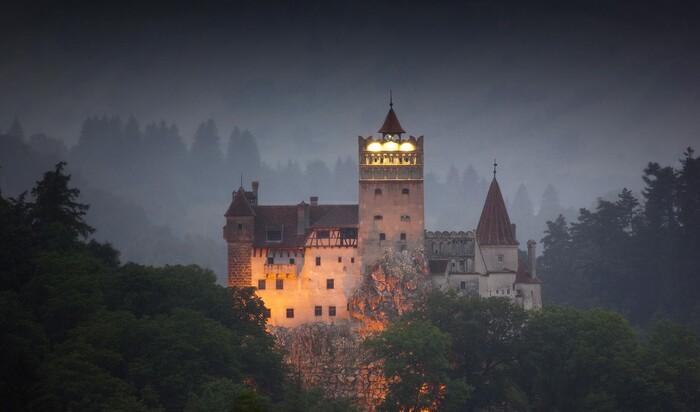 Планы на Хэллоуин: как насчет того, чтобы провести ночь в замке Дракулы