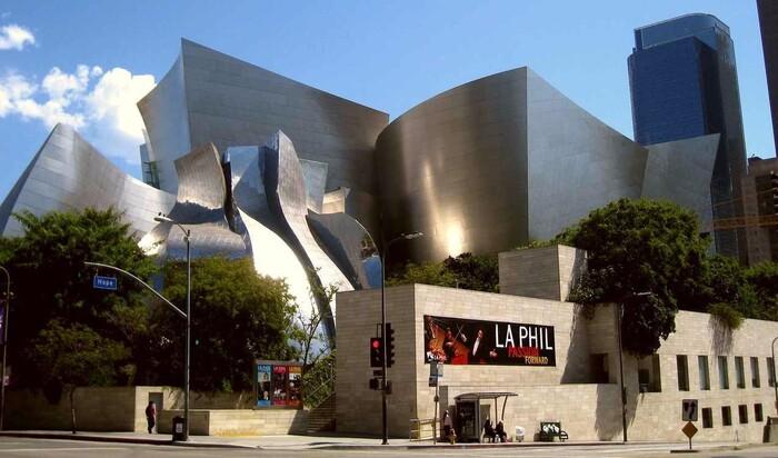 Деконструктивизм – направление архитектуры, отрицающее архитектуру