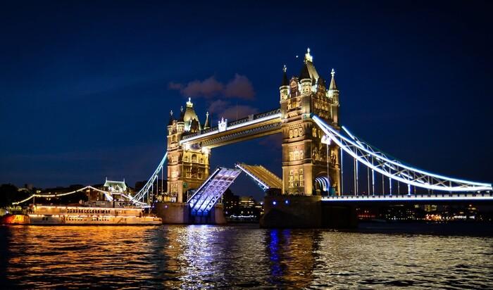 Гордость Великобритании: разводные мосты для пешеходов и велосипедистов