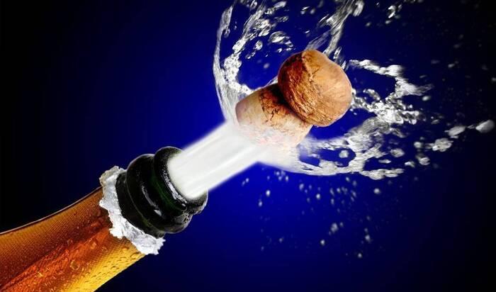 Как открыть бутылку шампанского правильно: советы от сомелье