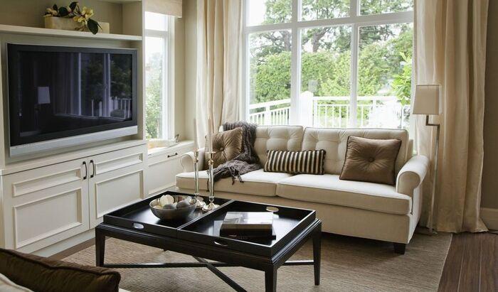 Как обновить старый диван доступными способами