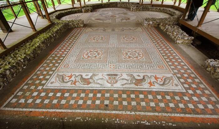 Укладка мозаики на пол: способ необычно оформить интерьер