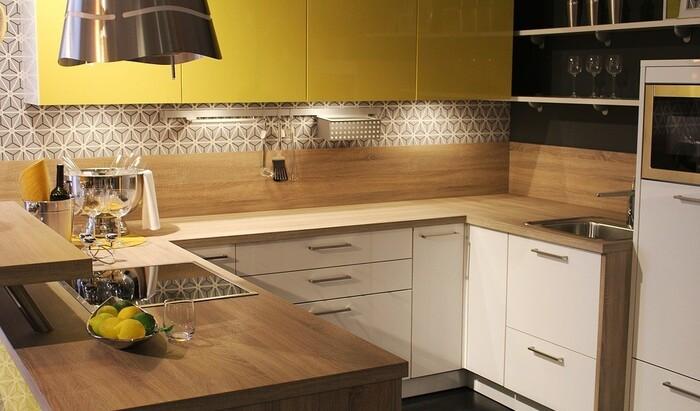 Какой цвет обоев выбрать для кухни: идеи принтов и расцветок на фото