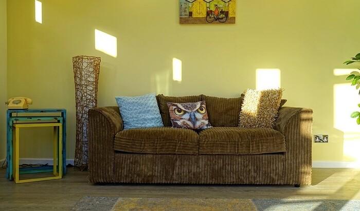 Сочетание цветов в интерьере гостиной: универсальные советы дизайнеров