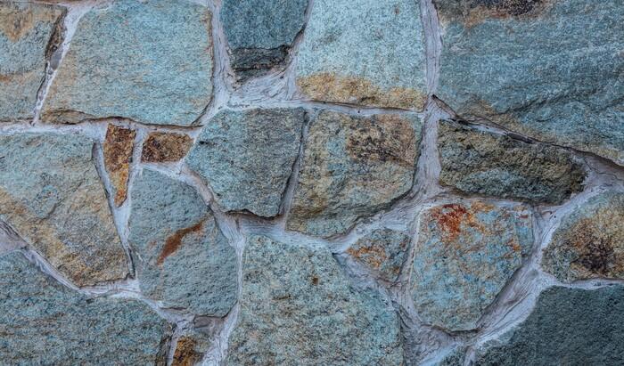 Кварцит: уникальный камень для облицовки и не только