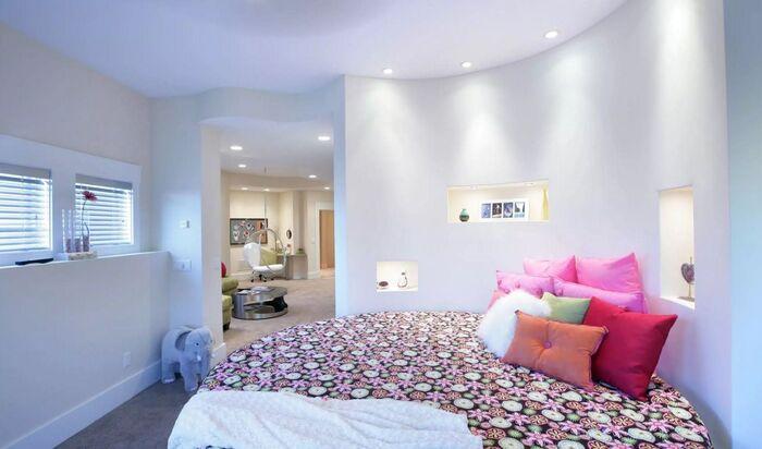 Круглая кровать для создания уникального интерьера спальни