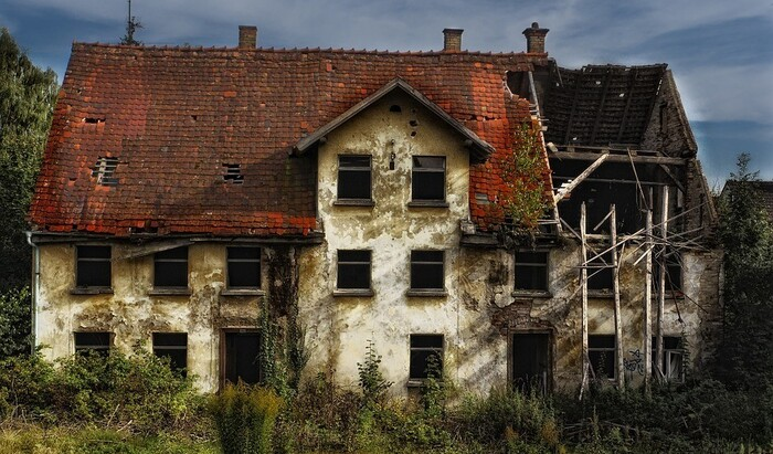 Капитальный ремонт дома вне очереди: как перенести сроки