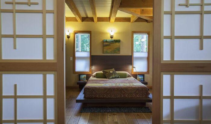 Спальня в азиатском стиле: от акцента до полного интерьера