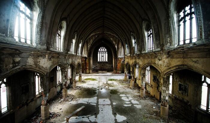 Самые красивые в мире заброшенные церкви — топ 10