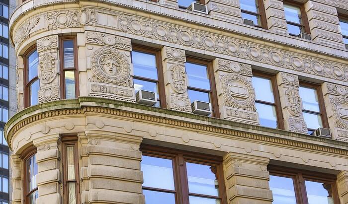 Классические здания, которые гораздо моложе, чем кажутся