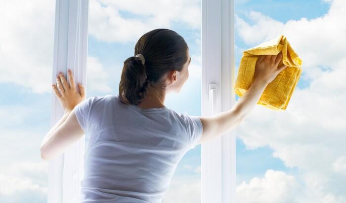 Советы, как правильно вымыть окна в квартире