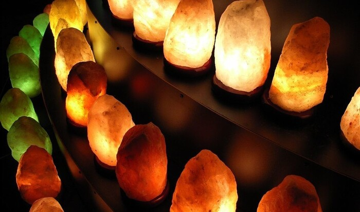 Все правда о гималайской соляной лампе: показания и противопоказания