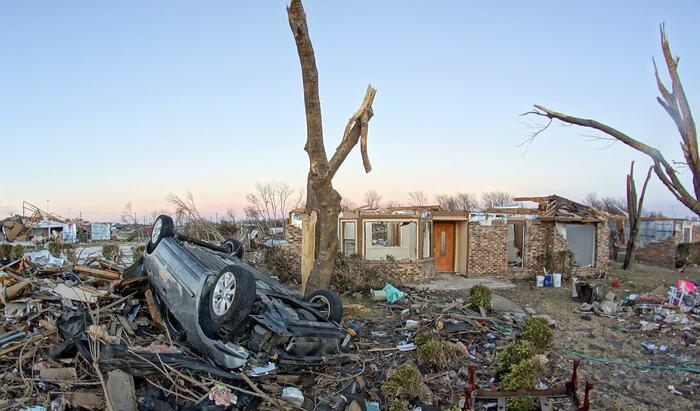Последствия урагана или метели для многоквартирных домов: возможна компенсация после стихийных бедствий?