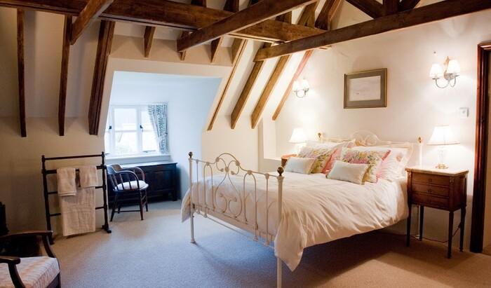 Кованая кровать как стильный и функциональный элемент интерьера