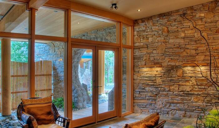 Использование декоративного камня для отделки современных интерьеров: ремонт прихожей