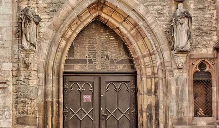 Старинная архитектура: двери в Англии