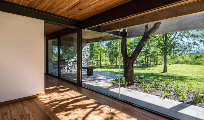 Предметы интерьера для гостиной в экологически чистом доме