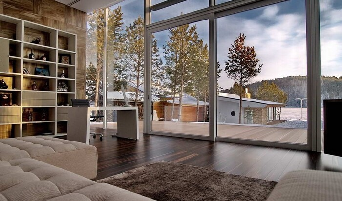 Устанавливаем стеклянные стены в доме: всё, что вы должны знать об этом