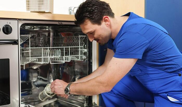 Не работает посудомоечная машина: разбираем популярные проблемы