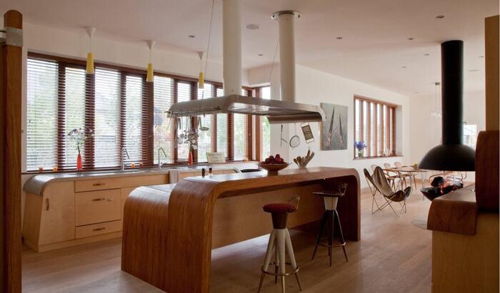 Кухня, которая демонстрирует методы сбережения пространства