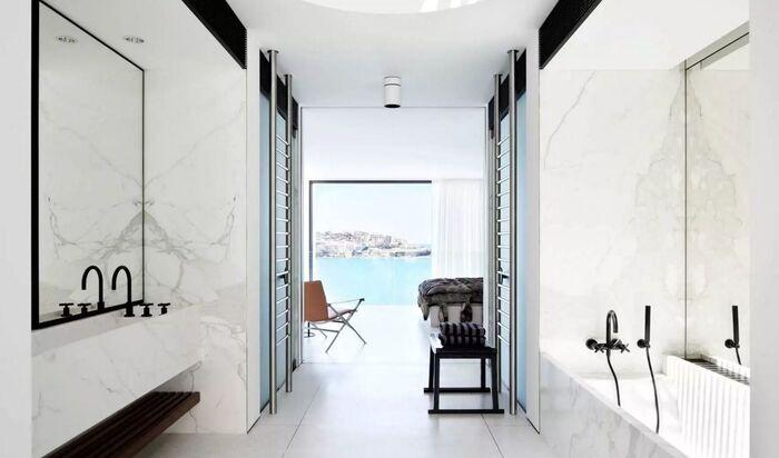 Ванная комната: кран и раковина в качестве элементов интерьера