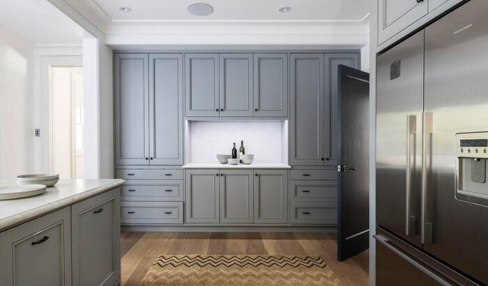 Серые кухонные шкафы – нейтральная деталь для вашего дизайна