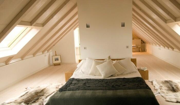 Спальня на чердаке или мансарде для любого стиля интерьера