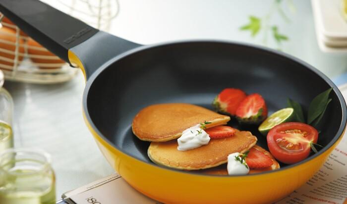 Как очистить сковороду с антипригарным покрытием внутри и снаружи?