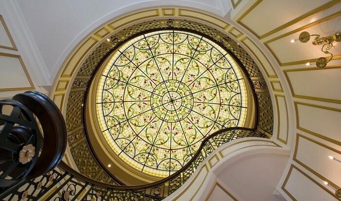 Витраж на потолок: исключительная изысканность и очарование