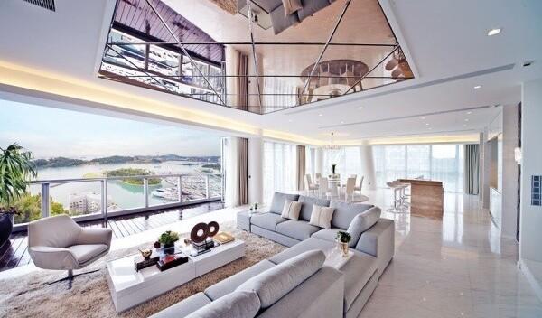 Зеркальный потолок: в чем преимущества и недостатки?