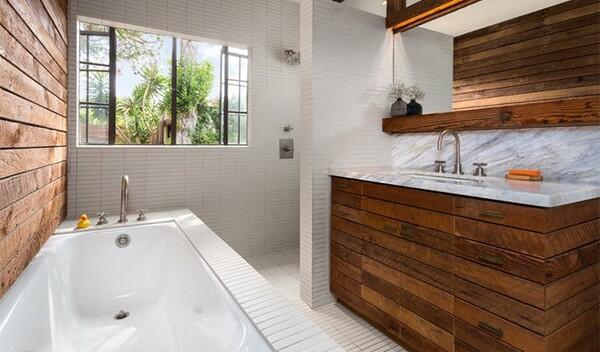 Дизайн ванной с окном в частном доме: фото примеров и рекомендации