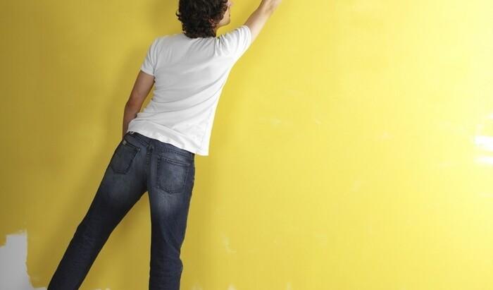 Как поклеить обои на окрашенные стены? Полезные советы
