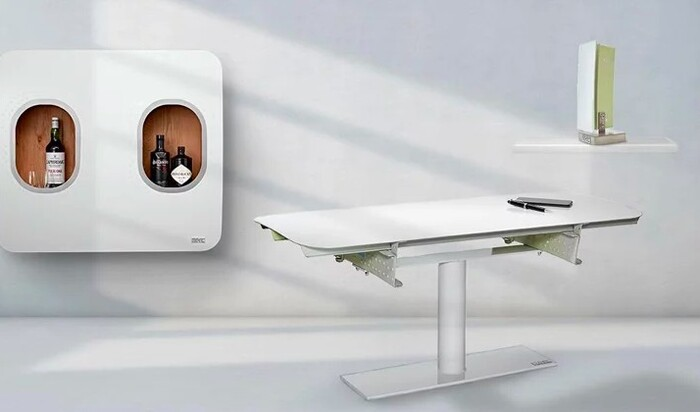 Коллекция мебели и аксессуаров, изготовленная из деталей самолетов