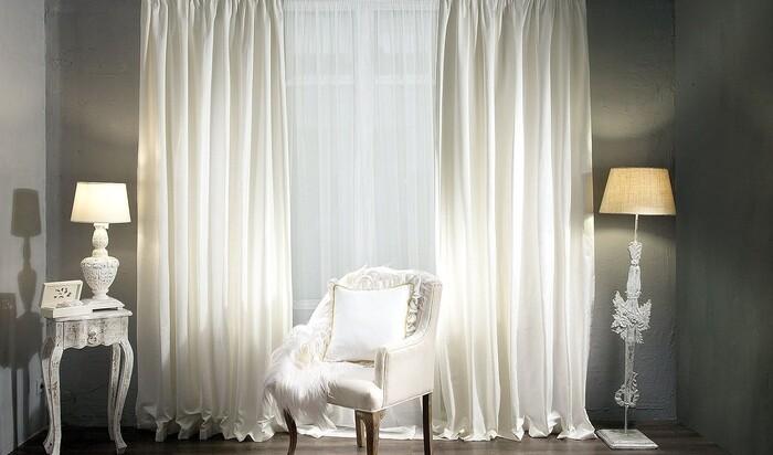 Белые шторы в квартире