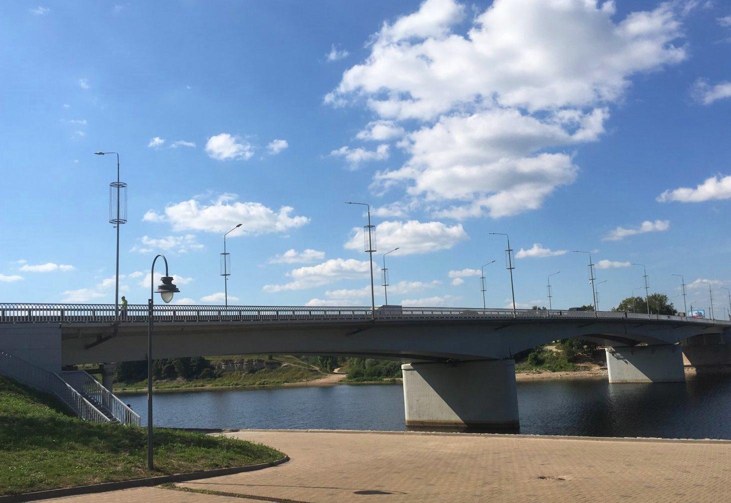 О временном перекрытии движения автотранспорта по мосту им. 50-летия Октября и площади Героев-десантников